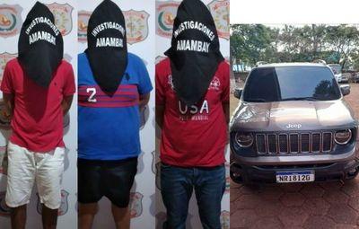 Realizaban robo de celulares en lujoso vehículo y fueron detenidos por la Policía en Pedro Juan.