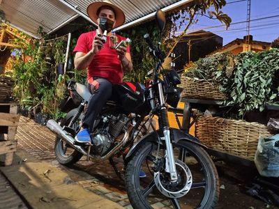 Carrulim delivery: cuando la tradición llega en moto