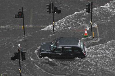 La lluvias torrenciales inundan partes de Londres y el sur de Inglaterra