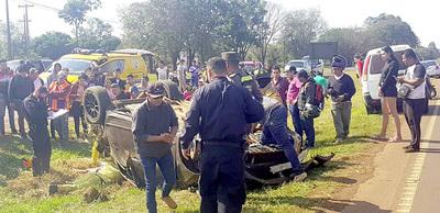 Joven empleado de un lavadero termina hospitalizado tras volcar auto de cliente