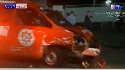 Brasileños chocan a camión de bomberos y agreden a los voluntarios en PJC
