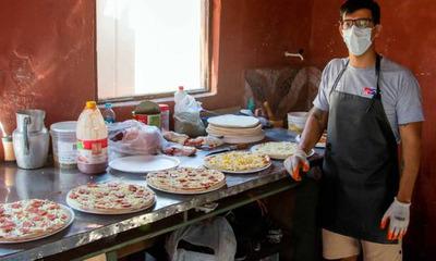 Hombre privado de libertad vende pizzas vía delivery desde Emboscada