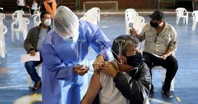 La Nación / Salud busca implementar brigadas para la segunda dosis a los adultos mayores