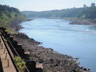 Armadores fluviales y marítimos sufren la bajante de los ríos · Radio Monumental 1080 AM