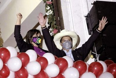 El nuevo presidente de Perú afronta el desafío de despejar enigmas y temores