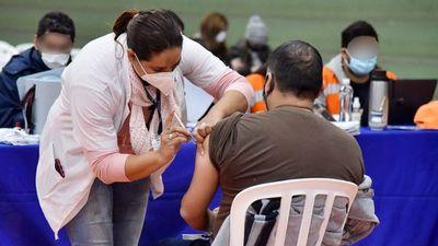 Temor y desconfianza hacia vacunas anti-Covid persisten, lamenta Salud