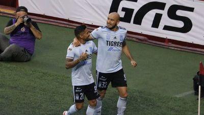 Carlos González anota en el primer triunfo de Tigres
