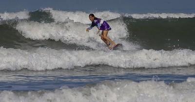 La Nación / El surf, una tabla de esperanza para discapacitados en Brasil