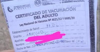 La Nación / Denuncian que en el hospital de Limpio entregan fotocopia del certificado de vacunación