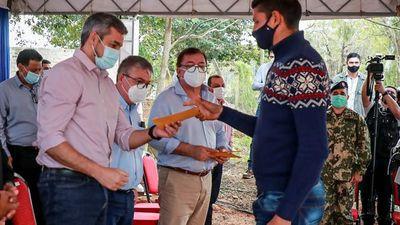 Mario Abdo agradece donaciones de vacunas y se frustra con Covax