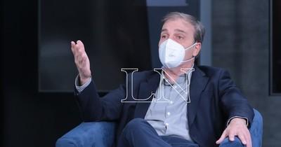 La Nación / Infectólogo considera más viable combinar AstraZeneca con Sputnik V