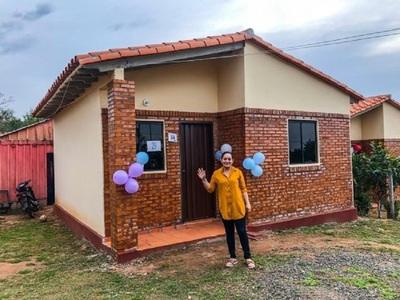 Gobierno entregó 346 viviendas sociales a pobladores de diferentes localidades de Caazapá