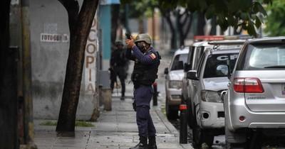 La Nación / Vivir entre las balas en las barriadas de una Venezuela empobrecida