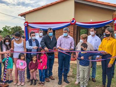 Familias de Caazapá ya disfrutan de sus nuevas viviendas entregadas a través del MUVH