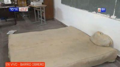 Delincuentes metieron su colchón matrimonial en escuela