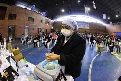 Asunción promedia casi 13 mil vacunados por día