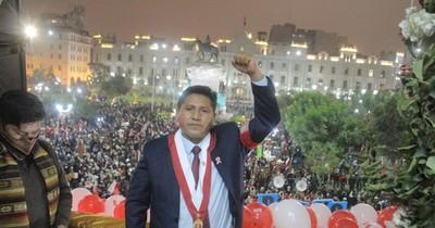 """La Nación / Perú: Castillo gobernará con """"sueldo de maestro"""" y pedirá que el Congreso lo imite"""