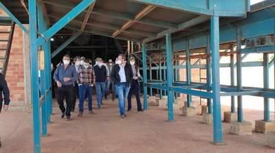 Analizan la reactivación de la fábrica alcoholera en Ytakyry