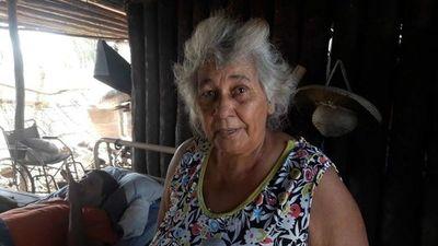 Familia sobrevive en la miseria ante abandono estatal en Fuerte Olimpo
