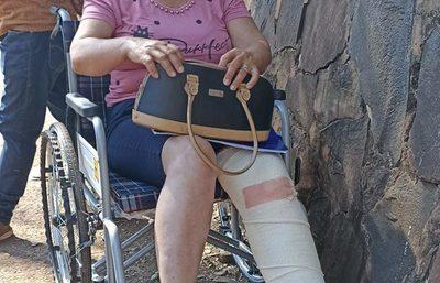 Mujer es atacada brutalmente por la pareja de un hombre con quien mantiene pleito judicial