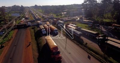 La Nación / Camioneros anuncian movilizaciones ante incumplimientos de agroexportadores