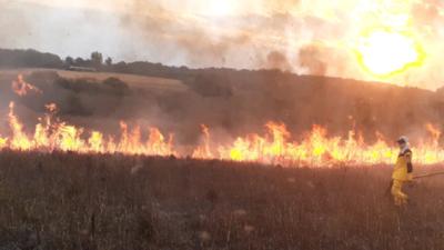 Incendios de pastizales agobian a bomberos voluntarios de Alto Paraná