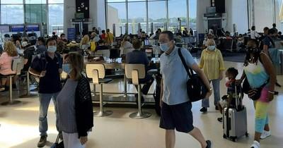 La Nación / Mantienen restricciones a viajes internacionales