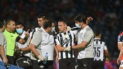 Di Tore reclama  penal en la jugada contra Ferreira