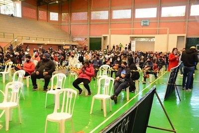 Vacunación a extranjeros únicamente se realiza en el Polideportivo de CDE