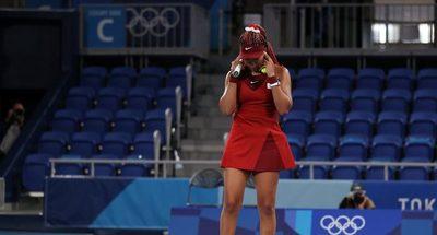 Naomi Osaka apunta a la presión luego de su sorpresiva eliminación