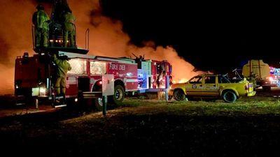 Dos detenidos tras quema de cubiertas que causó voraz incendio