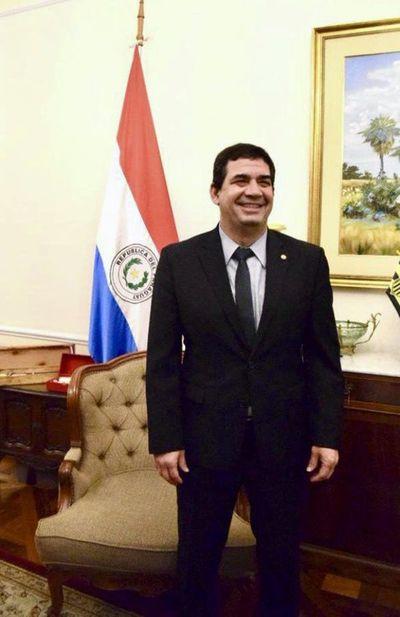 Vicepresidente Hugo Velázquez viaja a Perú para asunción de Pedro Castillo