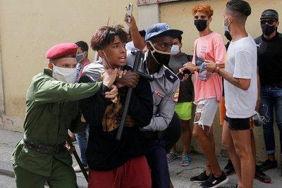 Dictadura cubana dispuso prisión domiciliaria para algunos manifestantes mientras avanza con los juicios sumarios