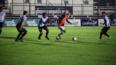Lo mejore del Loco Pérez en el juego contra Guaireña
