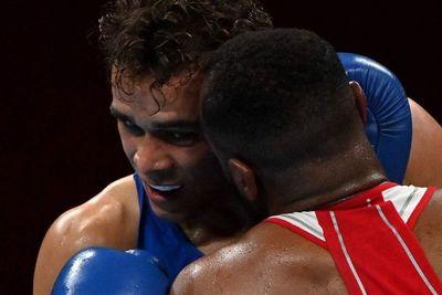 Tokio 2020: descalifican a boxeador por intentar morderle una oreja al rival