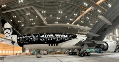 La Nación / Que la Pfizer te acompañe: avión con diseño de Star Wars trae millón de dosis