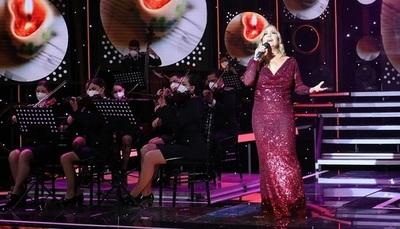 """Impecable presentación de Menchi Barriocanal en """"Canta Conmigo Paraguay"""""""