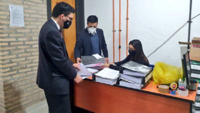 Allanan Gobernación de Central por caso de facturas clonadas