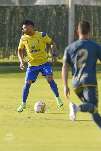 Arzamendia debutó en amistoso del Cádiz