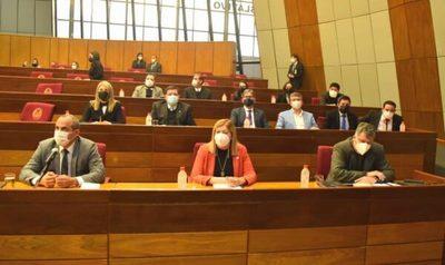 """Contraloría informa al Congreso sobre deuda """"ilegal"""" de Itaipu"""