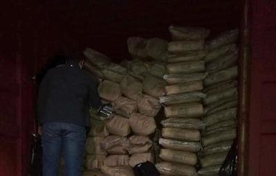 Hallan depósito de cargamento de droga en Fernando de la Mora