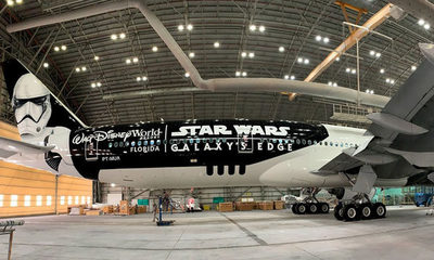 Un avión con diseño de Star Wars traerá el segundo millón de dosis