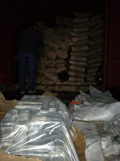 Incautan alrededor de dos toneladas de cocaína en Fernando de la Mora