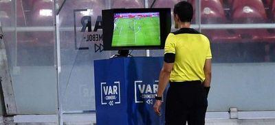 """""""El VAR no se va ir del fútbol. Vamos a tener que adaptarnos"""", dice la Conmebol"""
