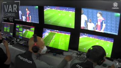 'El VAR ya no se va a ir del fútbol, tendremos que adaptarnos', dice la Conmebol