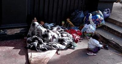 La Nación / Familia indígena vino para gestionar documentos y no puede regresar
