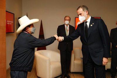 Castillo asume la Presidencia de Perú con la presencia del rey de España y seis mandatarios