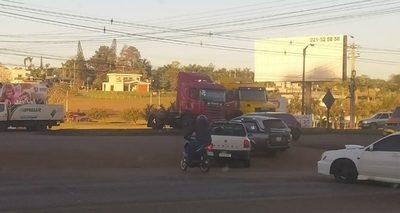 Camioneros inician paro en todo el país