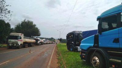 Camioneros realizan nuevo paro por el bajo precio del flete
