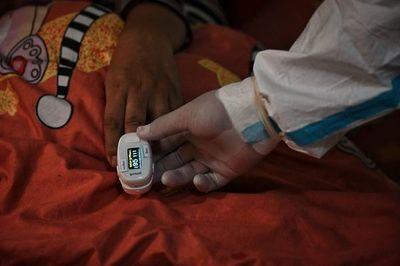 Número de muertes por COVID en el mundo aumenta un 21 % en la última semana
